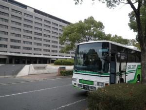 お客様お見送り那珂川観光の小型バス